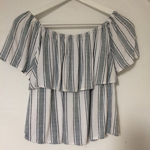 Closet sale: 2 or + items= 50% off-  top